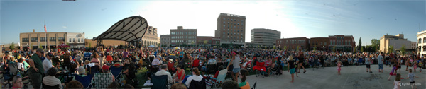 concert on the square wausau panorama