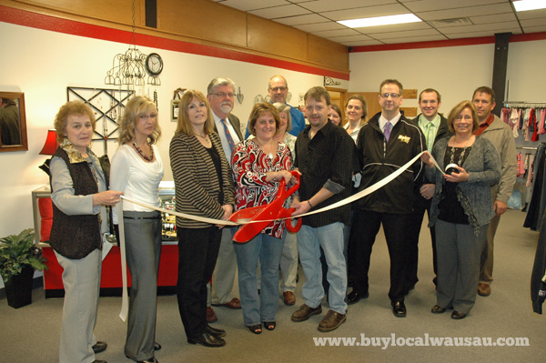 Brylies consignment ribbon cutting