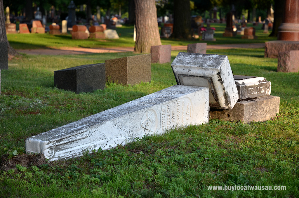 Pine-grove-broken-headstones-3