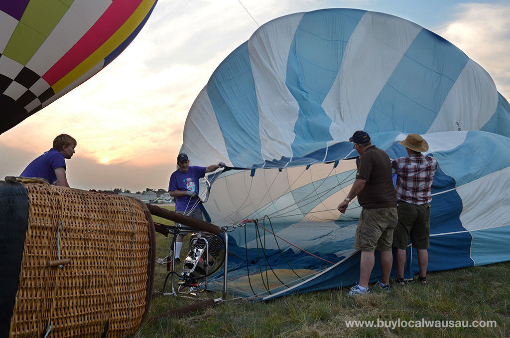 Balloon-Rally-2014-Filling-Balloon-with-air